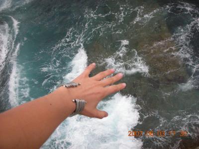 mi mano en el Oceano Atlantico...